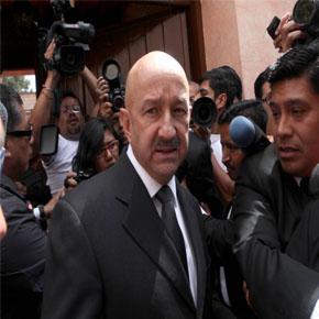 Abuchean a Carlos Salinas enLondres