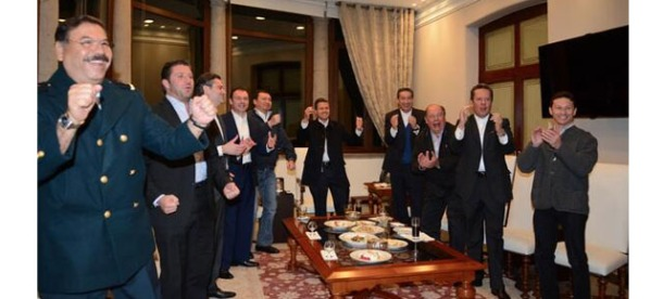 EPN festeja triunfo de México