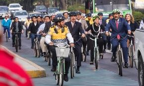 Llegan Legisladores al Congreso en bici o metro (por unico día en elaño)