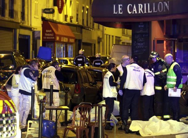 ATTENTION EDITORS - VISUAL COVERAGE OF SCENES OF INJURY OR DEATH A general view of the scene shows rescue service personnel working near the covered bodies outside a restaurant following a shooting incident in Paris, France, November 13, 2015. REUTERS/Philippe Wojazer
