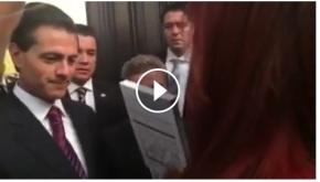 """Senadora regala a EPN el libro de """"La Casa Blanca de Peña Nieto""""#Video"""